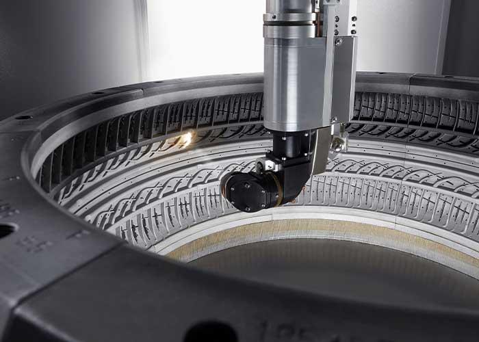 De applicatie reinigt exact op de locatie waar de laserstraal over het product heengaat. (Foto's: Trumpf Group)