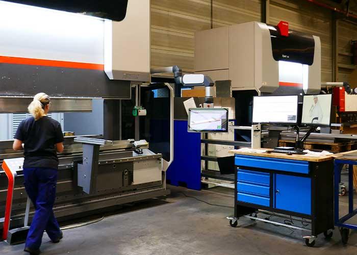 Een onderdeel van het moderniseringstraject is de invoering van Shopfloor Control voor een papierloze aansturing van de werkvloer. Op de meeste werkplekken zijn de beeldschermen reeds geïnstalleerd.