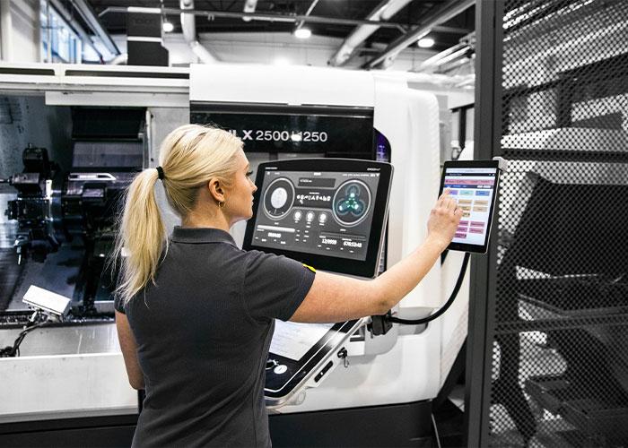 Met Sandvik Coromant's Machining Insights, kunnen CNC-machines verbinding maken via Ethernet en informatie in hogere volumes overdragen.