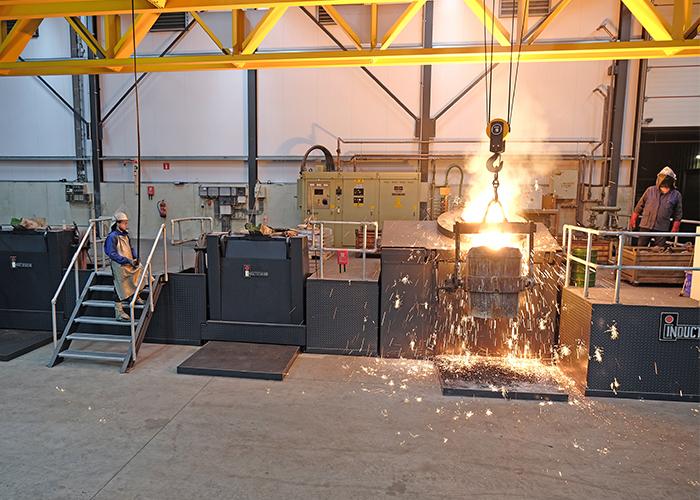 Dekens Metaalgieterijen kan met moderne machines hoogwaardig gietwerk produceren. (Fo-to's: Dekens Groep)