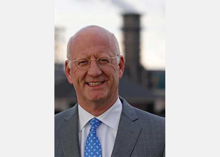 De nieuwe FME-voorzitter Theo Henrar neemt op 17 juni het stokje over van Ineke Dezentjé Hamming.