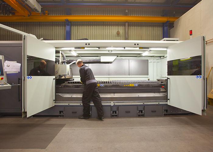 Met een plaatlaser met 8 kW fiberlaserbron van BLM Group snijdt Hendriks Staalbouw in materiaaldiktes tot 20 mm.