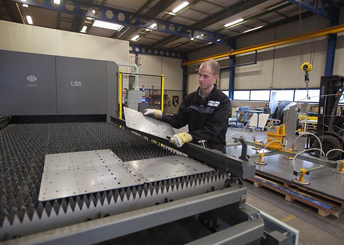 Met laserkwaliteit snijwerk levert Hendriks Staalbouw nu onderdelen die in de montagefase exact passen.