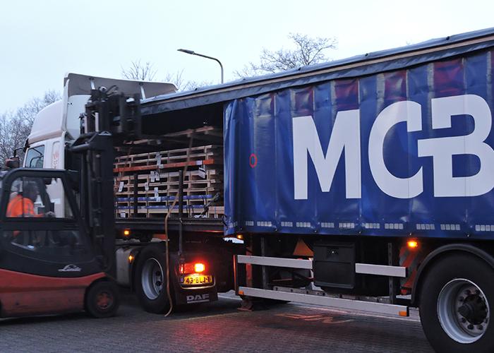 Hoekman RVS hoeft geen bestelbon per e-mail meer te sturen om ervoor te zorgen dat de blauwe vrachtwagen van MCB de bestelde platen brengt.