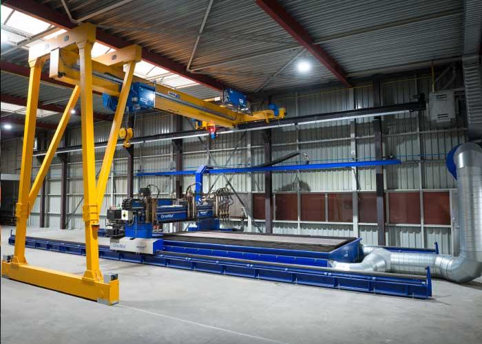 De nieuwe aanwinst van Aan de Stegge Snijtechniek meet 3.000 x 6.000 mm en kan tot 35 mm dik materiaal snijden met plasma en tot 300 mm met autogeen.