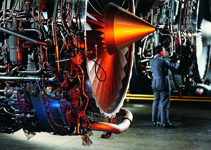 De lucht- en ruimtevaartindustrie gebruikt bijvoorbeeld titaan en nikkel in de zogeheten 'hete sectie' (zoals verbrandingskamers en uitlaatsystemen) van de motoren.