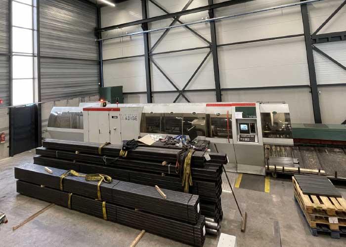 De drie buislasers die nu uit Finland zijn opgehaald zijn twee machines van het type LT7.02 en een LT 7.22. Hiermee kunnen buizen en kokers tot rond 140 mm, vierkant en rechthoekig materiaal en eventueel wat profielen worden gesneden.