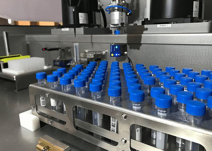 Het mobiele robotsysteem Rolan Extractie Cel (REC) werkt snel, secuur en zonder onderbreking.