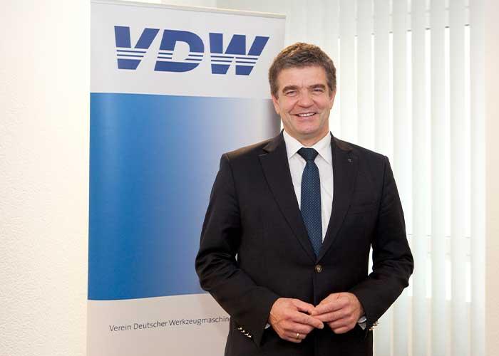 VDW-voorzitter Heinz-Jürgen Prokop ziet de investeringsbereidheid toenemen door de betere stemming in de economie. De Duitse werktuigmachineproducenten hopen dat 2021 het jaar van de ommekeer wordt, maar die begint wel op een zeer laag niveau.