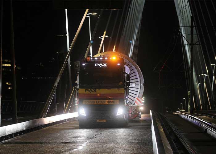 PAX zet de nieuwe trekkers onder meer in voor het transport van grote tanks en ketels.