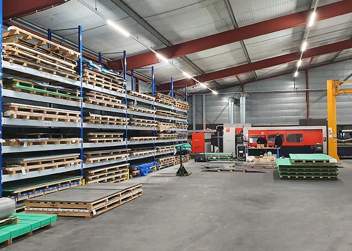 De materialenvoorraad in Sleeuwijk. Adlas Sleeuwijk is ingericht voor het grotere werk.
