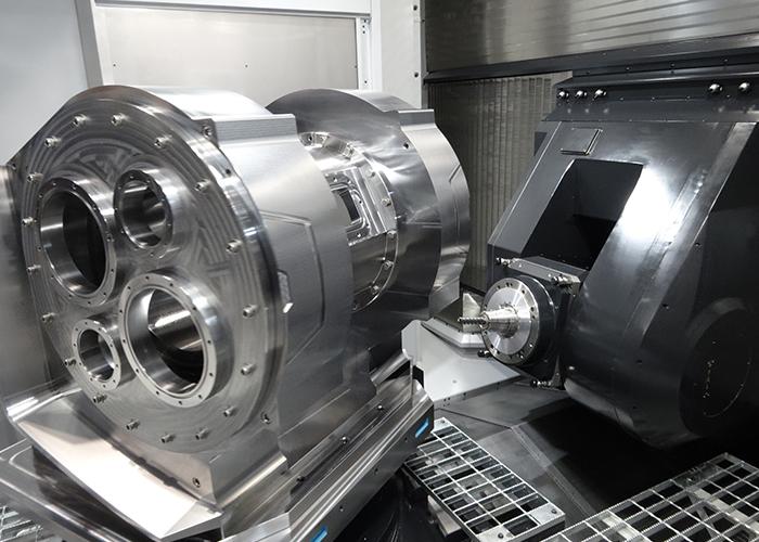 Tijdens het Aerospace symposium liet Makino een schim zien van een aantal nieuwe bewerkingscentra die op korte termijn op de mart worden gebracht. Op de foto een werkstuk dat geproduceerd is met het vijfassige T1 bewerkingscentrum (foto: Tim Wentink)
