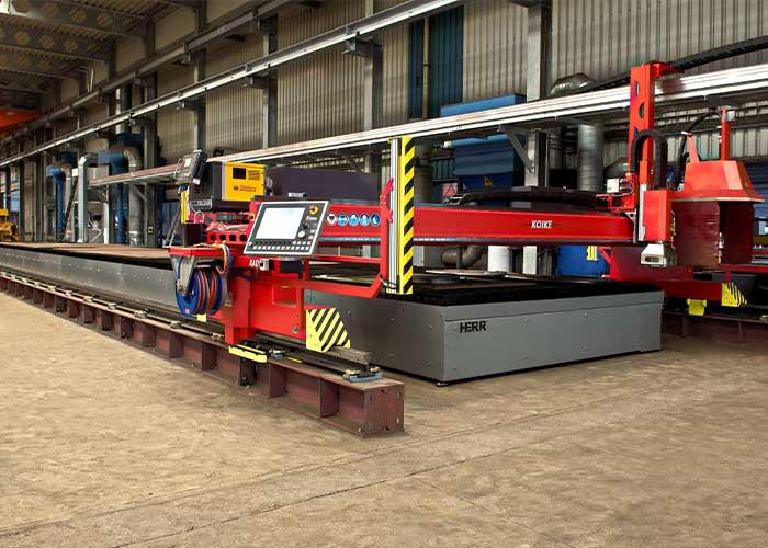 De Boer Snijbedrijf heeft gekozen voor twee plasmasnijmachines van het type Deltatex 5500. De raillengte van 30 meter per machine zorgt voor een snijbed van 3,1 x 24,7 meter.