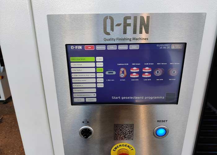 De nieuwste software van Q-Fin is zo ontwikkeld dat de operator het touchscreen intuïtief kan bedienen en de machine als het ware zich zelf instelt.