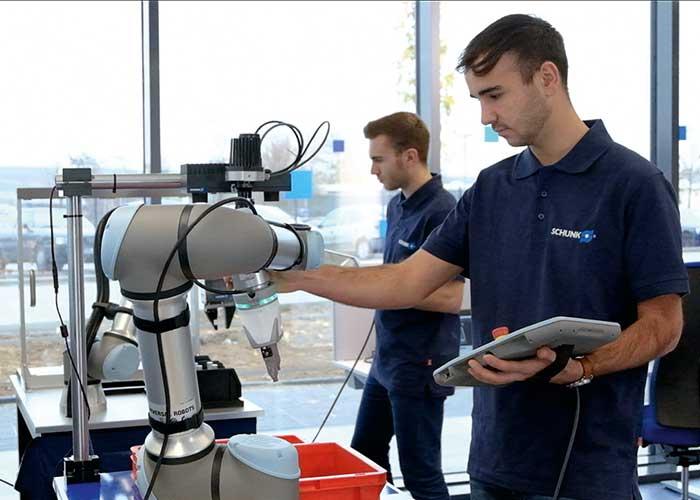 In het CoLab applicatiecentrum zijn twaalf industriële robots en cobots beschikbaar voor het vinden van specifieke automatiseringsoplossingen.