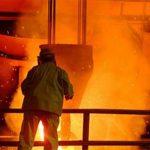 Europa's grootste staalproducent kondigde binnen een drietal weken twee verhogingen aan, tezamen € 50 per ton, waardoor de officiële basisprijs voor warmgewalste coils, waarop de fabrieken hun aanbiedingen baseren, gestegen is van € 750 per ton in februari tot € 800 in maart.