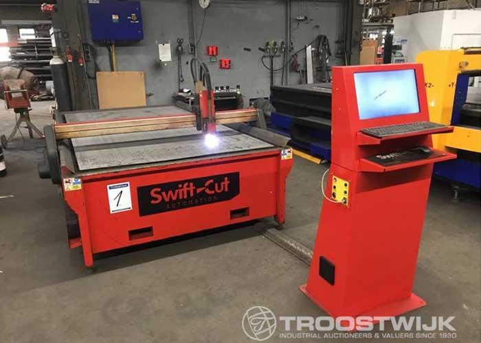 De online veiling bevat onder meer metaalbewerkingsmachines, zoals een plasmasnijmachine.