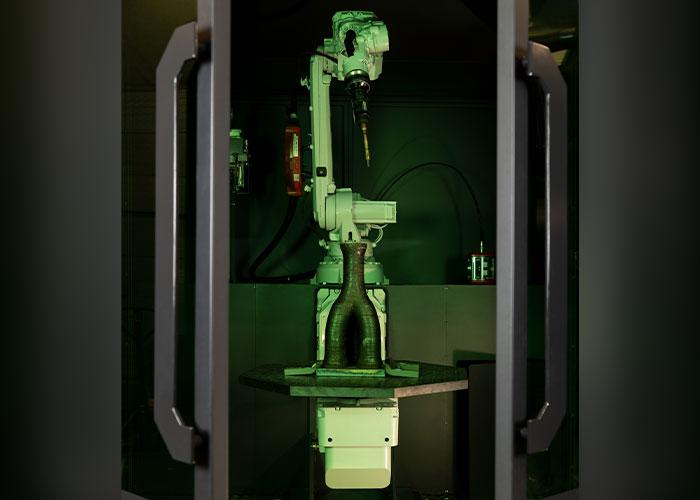 De M1 printer is een totaalpakket van lasrobot, sensoren en software om 3D metaal te printen. Met de MetalXL software en sensoren kunnen klanten eigen lasrobots omvormen tot een industriële 3D-metaalprinter.