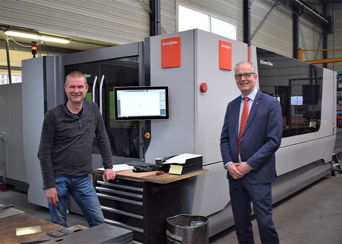 Gert-Jan van der Stelt (l) en Hans van de Meerakker voor de nieuwe BySmart Fiber met 8 kW. (Foto's: Tim Wentink)
