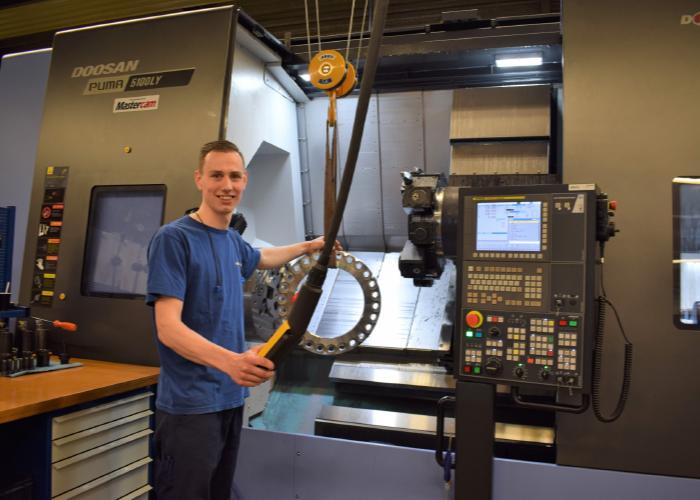 Jan-Willem ten Hag, werkzaam bij Menzing in Haaksbergen, heeft diverse praktijkopleidingen gevolgd bij STODT. Menzing geeft werknemers de mogelijkheid om zich verder te ontwikkelen. (Foto: Tim Wentink)