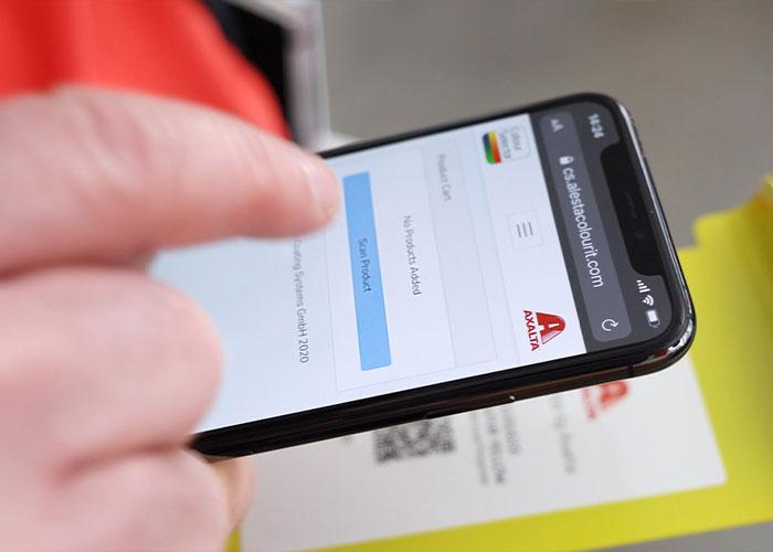 Kleurstalen bestellen kan eenvoudig door de QR-code die achterop elk paneel zit te scannen met de app.