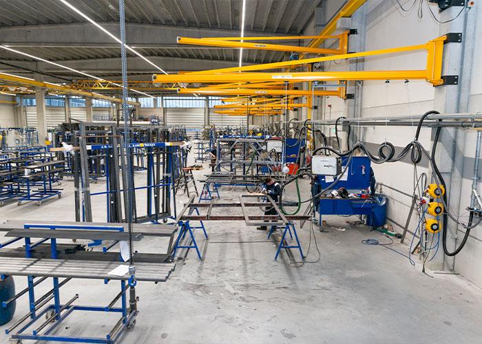 J.M. Van Delft heeft met de nieuwe productielocatie voor stalen kozijnen een extra stap gezet op het gebied van veiligheid.