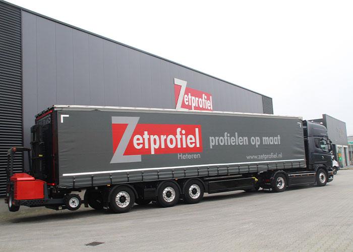 De klanten van Zetprofiel zijn montagebedrijven die voornamelijk bedrijfshallen bouwen.