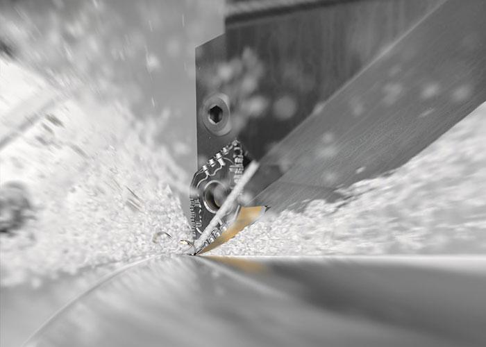 Veel Sandvik Coromant gereedschappen voor staaldraaitoepassingen zijn voorzien van een zekere mate van koeltechnologie. Nu krijgt één van de meest gebruikte groepen van draaigereedschappen de upgrade.