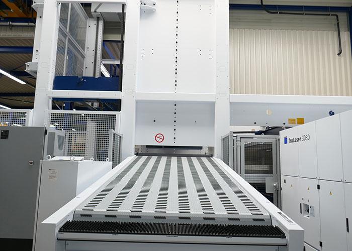Vooral met de PartMaster kan Eikhout Metaalwerken alle kanten op. Overdag kunnen de gesneden platen direct vanuit de machine in hun geheel op de PartMaster worden gelegd voor het uitrapen.