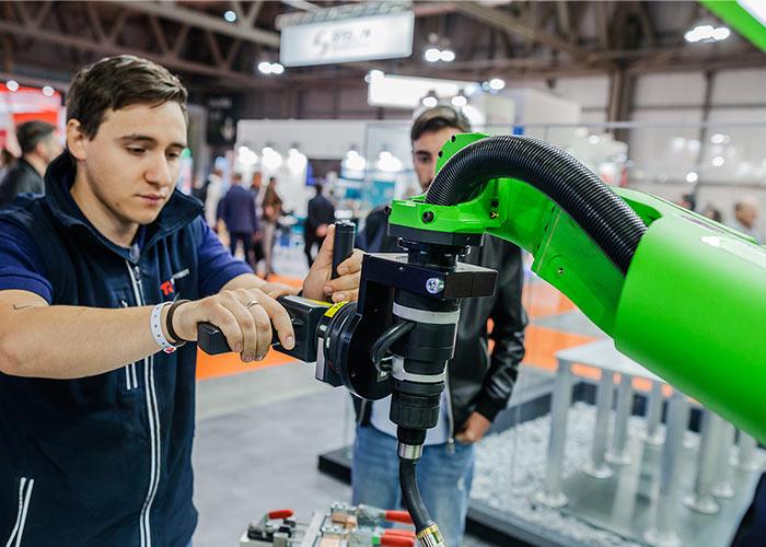 Met speciale belastingvoordelen kan de Italiaanse industrie gunstig investeren in nieuwe machines en technologie. (foto: EMO Milano)
