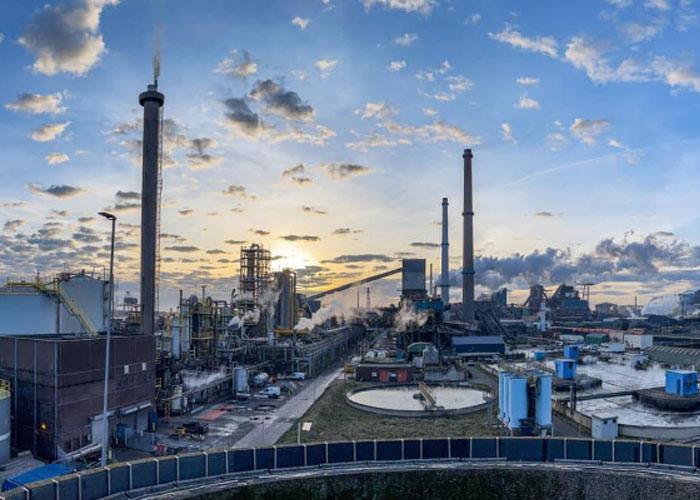 Het huidige productieproces op kolen en grijze stroom kan binnen 5 jaar voor een groot deel worden vervangen door een productieproces op groene stroom, aardgas en later ook waterstof.