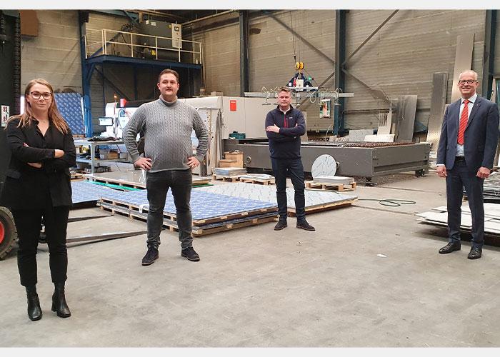 De software-integratie bij Bloemhof Bolsward is teamwork tussen verschillende partijen. V.l.n.r. Lissa Verhoog (ECI Software Solutions), Cor de Groot (Bloemhof Bolsward), Vincent Veenman (ECI Software Solutions) en Hans van de Meerakker (Bystronic).