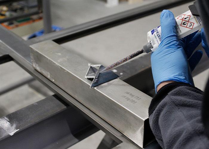 De Crestabond producten zijn heel geschikt voor metaalverlijming.