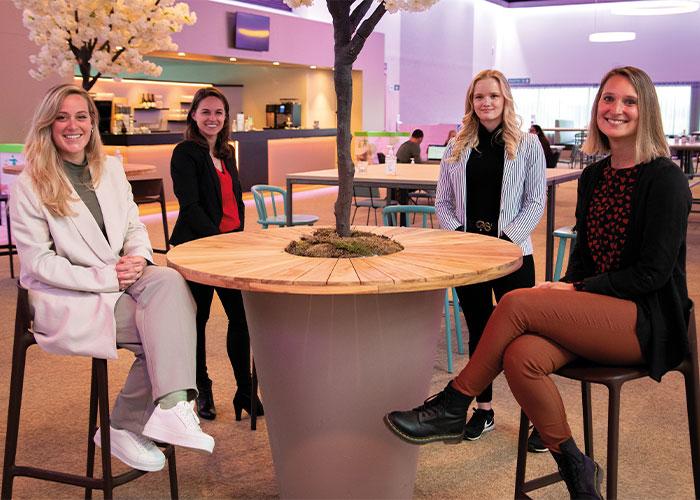 Het nieuwe beursteam dat METAVAK organiseert. V.l.n.r. Carly Crezee, Esther Rodenburg, Emma Schellekens en Robin Vissers.