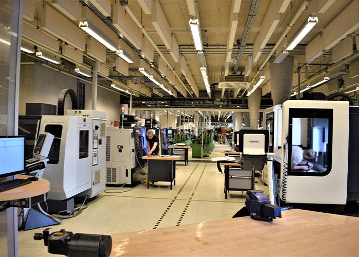 STODT heeft een uitgebreid machinepark waar studenten vanaf dag 1 mee aan het werk gaan.