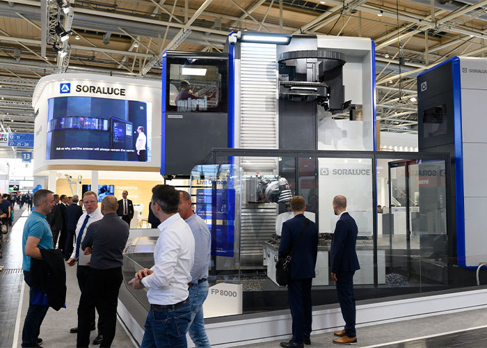 Beeld van de vorige EMO in Hannover. De Europese werktuigmachinebouw ziet de nabije toekomst met vertrouwen tegemoet en verwacht dat EMO Milaan, begin oktober, een groot succes gaat worden. (Foto: EMO Hannover)