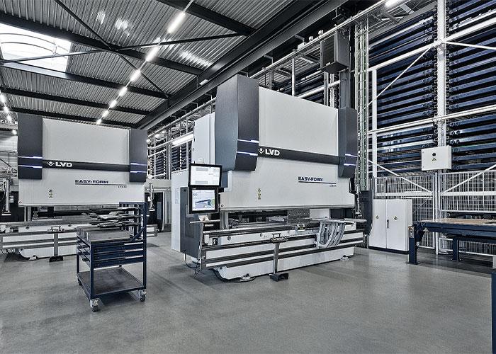 Het volautomatische plaatwerkcentrum is merkonafhankelijk en kan als maatwerk worden geleverd.