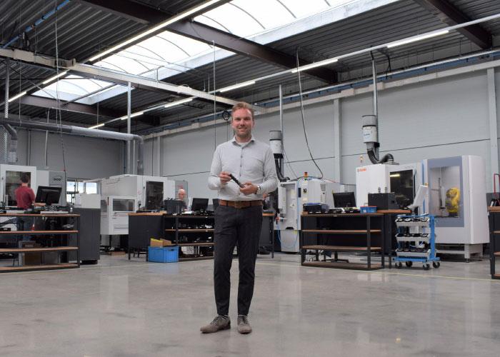 """Jorg Michiels: """"Met name in de microgeometrie worden vernuftige ontwikkelingen gedaan, zoals bijzondere 0-gradenfases op snijkanten en snijkantafrondingen. De uitdaging van een slijperij is om deze eigenschappen exact te reproduceren."""""""