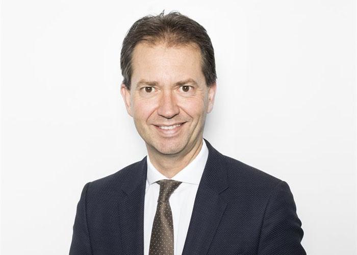 """Eddy van Hijum, Gedeputeerde Economie, Financiën en Europa in Overijssel: """"Iedereen zou een soort 'leerrekening' moeten krijgen om zijn kennis en vakmanschap op peil te houden."""""""