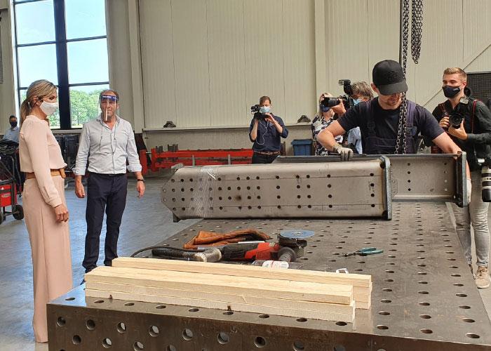 In de fabriek van VMC is veel aandacht besteed aan een prettig werkklimaat. De medewerkers beschikken over ruime werkplekken.