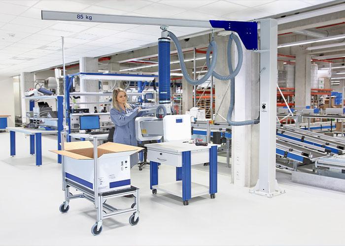 Vergeleken met een conventionele kolomzwenkkraan kost het de bediener met de nieuwe modulair samen te stellen aluminium bovengebouwde uitligger veel minder inspanning om de last in beweging te zetten.