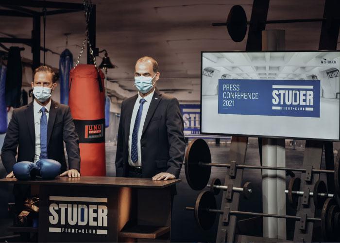 Sandro Bottazzo en Jens Bleher vertellen tijdens de 'Studer Fight Club' persconferentie hoe Studer het afgelopen jaar heeft doorlopen. (foto's: Studer)