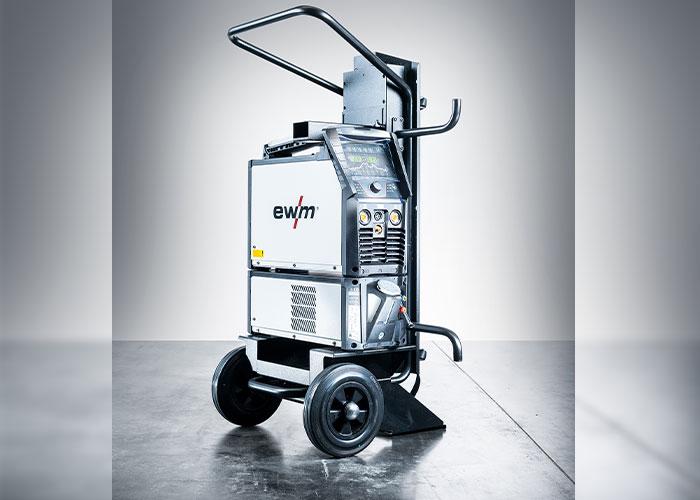 De Tetrix XQ 230 kan optioneel worden uitgerust met een waterkoeler Cool XQ, lastoorts en trolley voor transport op bouwplaatsen of in een werkplaats.