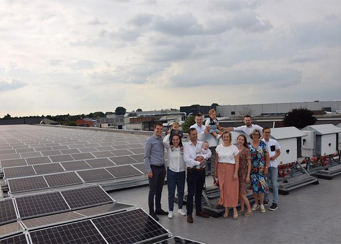 """Vlastuin Group is een echt familiebedrijf en de laatste drie jaar zijn de oudere kinderen van Gerrit van Vlastuin actief betrokken bij grotere investeringen. """"Met elkaar hebben we gekozen voor het investeren in zonnepanelen."""""""