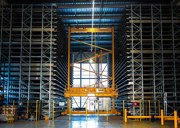 Met een breed en diep assortiment en mogelijkheden om materiaal bijvoorbeeld gezaagd, aangepunt en ontbraamd aan te leveren, kan MCB korte levertijden en flexibiliteit garanderen.