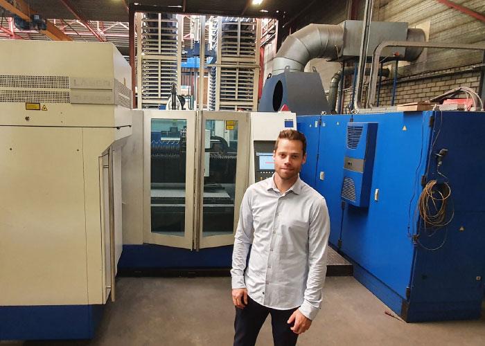 """Stan Reijrink, oprichter van Mebema, bij een grote Trumpf laser met Stopa magazijn, die hij een tweede leven heeft bezorgd in Oost-Europa. """"Via Gindumac zijn we aangesloten op een gigantisch internationaal netwerk. Dit maakt onze positie heel krachtig."""""""