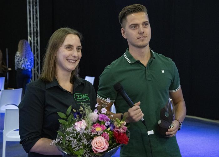 Nikki van der Zouw van ZME Fijnmechanisch Atelier is de Vakvrouw Metaal van het jaar. Robin Segers van Stinis wint de Jong Metaal Award.