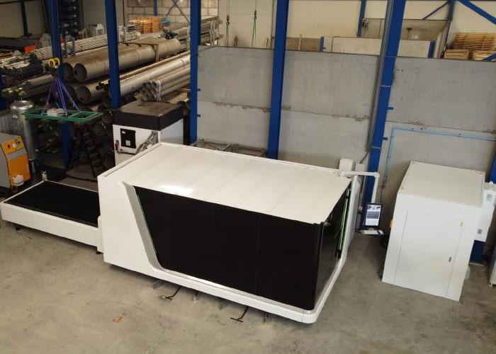 De nieuwe Bodor lasersnijmachine met 12 kW laservermogen bij Paul Meijering. Deze zal evenals de andere laser (6000x2000 mm met 4 kW) gevoed gaan worden vanuit een centraal magazijn.
