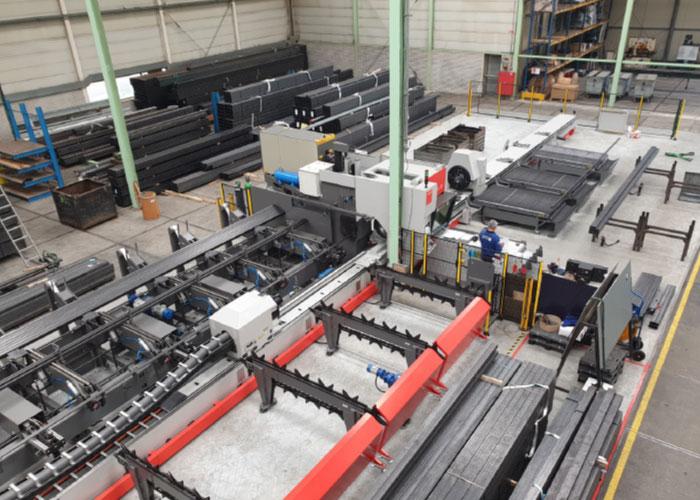 De buislasersnijmachine heeft een laadbereik van 12 meter aan zowel de in- als de uitvoerzijde. De machine kan met 60 kilo per meter worden belast en dat maakt hem uniek.