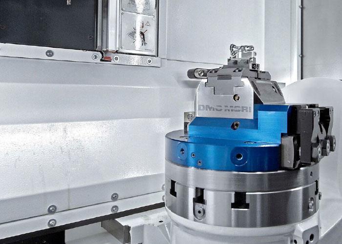 Ondanks de breedte van slechts 1.285 mm, heeft de DMP 35 toch een bereik van 350 mm x 420 mm x 380 mm.
